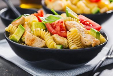 Pasta salata sa piletinom i avokadom